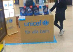 Här har vi en organisation som väcker frågor. Försvaret skickade ut banners för UNICEF hela förra året på min mobil. UNICEF ställer ut i köpcentrumet där jag bor. Det känns ju tryggt. Men i Bryssel fick jag tips på att de var involverade i mitt fall, precis som NATO. Och under hela den här tiden har övergreppen haglat. En gräslig misstanke har gradvis tagit form och den bekräftas vagt från olika håll - UNICEF medverkar till all denna barnhandel. Inte heller Amnesty är pålitliga.