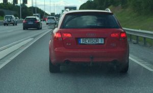 """This red Audi, typically driven by secret service Säpo has another license plate: """"Accountant"""". He wants to settle debts. With actual, unpaid work."""
