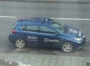 Den här bilen parkerades utanför mitt fönster fredagen den 26 januari. Då hade man tystat media än en gång.