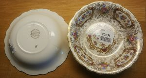 Two pricetags on these beautiful bowls, 25 kr and 20 kr but it turned out that the price was 20 kr. They also have a little story to tell, but let's not dive into that now. Look at the rest below instead, it's more obvious.